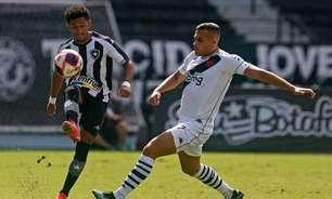 Ataque unidimensional e meio-campo ineficaz: os problemas do Botafogo na derrota contra o Vasco