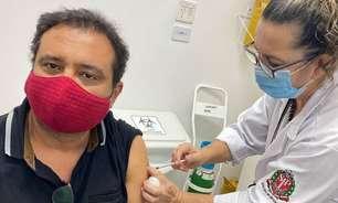 Após vencer covid-19, Geraldo Luís é vacinado contra a doença: 'Viva a vida'