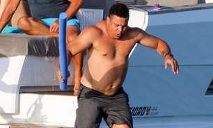Ronaldo Fenômeno curte passeio de barco com ator global em praia badalada na Espanha
