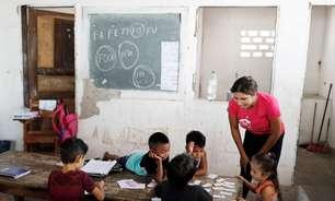 Pais analfabetos lutam para que os filhos aprendam a ler