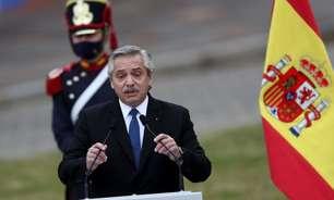"""Presidente argentino diz que brasileiros """"vieram da selva"""""""