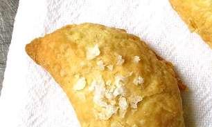 Pasteizinhos de requeijão e presunto no forno