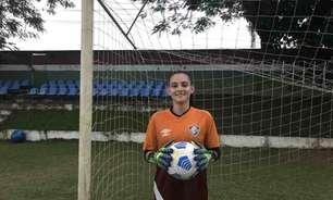 Isabella Condorelli, goleira da equipe sub-18 do Fluminense, se recupera de lesão e retorna aos treinamentos