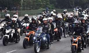 Bolsonaro faz 'motociata' em SP ao lado de apoiadores