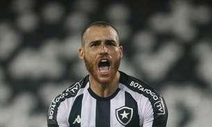 Destaque do Botafogo, Pedro Castro celebra gol 'em casa' e divide méritos com profissionais do clube