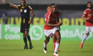 Com um a menos, Internacional bate o Bahia e conquista sua primeira vitória no Brasileirão