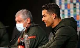 Em coletiva, Cristiano Ronaldo troca garrafas de refrigerante por água; veja