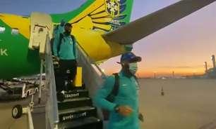 Seleção Brasileira desembarca no Rio de Janeiro; preparação para duelo com Peru será na Granja Comary