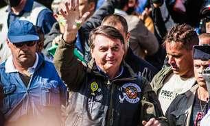 """""""Querem voltar a qualquer custo"""", diz Bolsonaro sobre rivais"""
