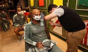 No Paraguai, elenco do Palmeiras recebe 1ª dose da vacina