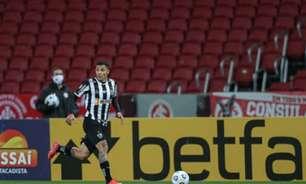 Tudo pelos três pontos: Arana sofre corte profundo na cabeça após choque com jogador do Inter