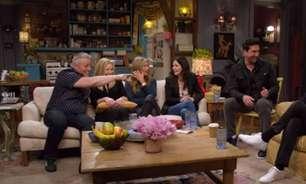 Elenco de 'Friends' canta música de abertura da série no 'Carpool Karaoke'