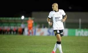 Sylvinho rasga elogios para Fábio Santos no Corinthians: 'Prazer ser treinador dele'