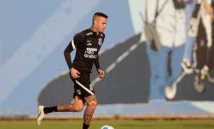 Improvisado em nova função no Corinthians, Luan é elogiado por Sylvinho: 'Tem se entregado'