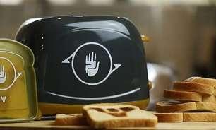Torradeira de Destiny marca logo do game na torrada