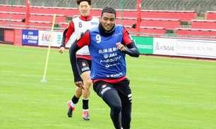 Após avanço na Copa da Liga Japonesa e na do Imperador, Douglas traça melhora na J-League