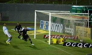 Botafogo sofre gol no fim e empata com o Londrina