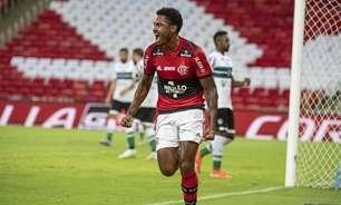 Embalado por gol e assistências, Vitinho celebra boa fase no Flamengo: 'Números importantes'