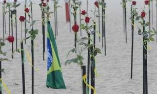 Orla de Copacabana tem 'roseiral' em para vítimas da covid