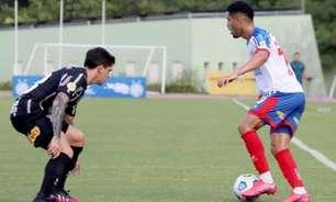 Sylvinho explica posicionamento de Fagner no Corinthians: 'Tem maior habilidade defensiva'