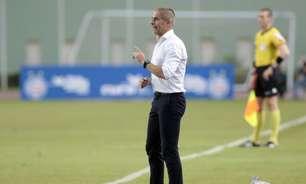 Sylvinho se diz preocupado em acelarar etapas no Corinthians, mas destaca cautela: 'Pular nunca'