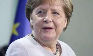Vacinada com AstraZeneca, Merkel toma 2ª dose da Moderna
