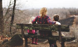Mãe narcisista: o que é e como lidar segundo a Constelação Familiar