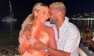 Meia do Manchester City pede namorada em casamento com anel de quase R$ 3 milhões