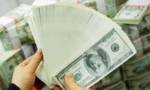 Por que dólar caiu agora abaixo de R$ 5 no Brasil?