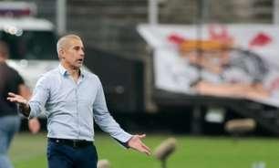 Sylvinho fala da 'blindagem' no elenco do Corinthians com a saída de Avelar: 'É uma situação grave'