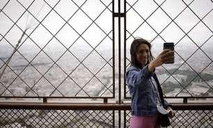 Torre Eiffel é reaberta ao público depois de quase 9 meses