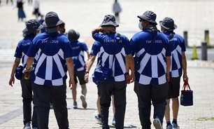 Sem ninguém para ajudar, voluntários em Tóquio viram torcedores nas arenas
