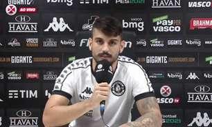 Perto, mesmo que distante: Ricardo Graça brinca após boa partida de Bruno Gomes no Vasco