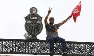 Presidente da Tunísia destitui premiê e suspende Parlamento