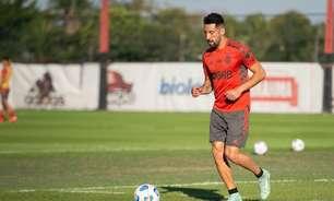 Flamengo se reapresenta após goleada, e Isla faz trabalho à parte no Ninho do Urubu