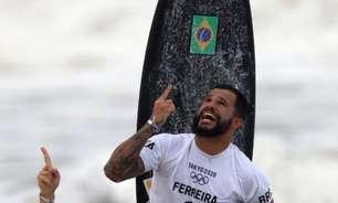 Emocionado, Ítalo Ferreira celebra medalha de ouro no surfe: 'Meu nome está escrito na história'