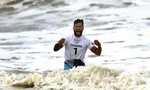 Seleção Brasileira masculina festeja ouro de Ítalo Ferreira