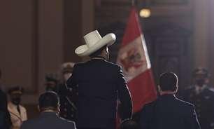 Pedro Castillo toma posse como presidente do Peru e defende nova Constituição