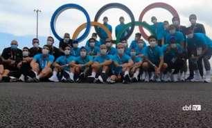 Seleção de futebol masculina aproveita folga e visita a Vila Olímpica em Tóquio