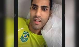 """Pode isso Arnaldo? Douglas Souza relata """"invasão"""" do quarto no Japão durante os Jogos"""