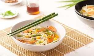 Sopa oriental para aquecer seu dia