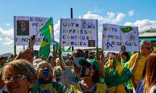 Apoiadores de Bolsonaro fazem ato a favor do voto impresso