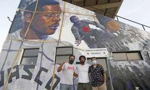Ídolo eterno! Vasco homenageia Moacyr Barbosa com grafite em um dos muros de São Januário