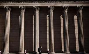 BC britânico mantém estímulo apesar de retomada da inflação