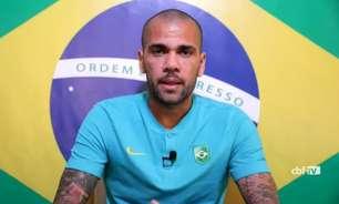 Dani Alves admite 'pedaço do coração' na Espanha, mas frisa orgulho de defender Brasil na final