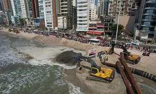 Tubarões 'invade' Camboriú após obras na faixa de areia