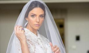 Vestido de noiva de Carol Celico é composto por saia e camisa