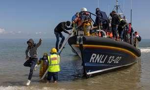 A chegada de milhares de imigrantes na costa britânica que gera guerra diplomática entre Reino Unido e França