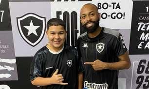 Botafogo convida 'Gordin do Tiktok' a conhecer Nilton Santos e elenco: 'Sonho realizado'