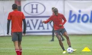 Com Bruno Henrique em transição, veja como foi o treino do Flamengo no Ninho do Urubu